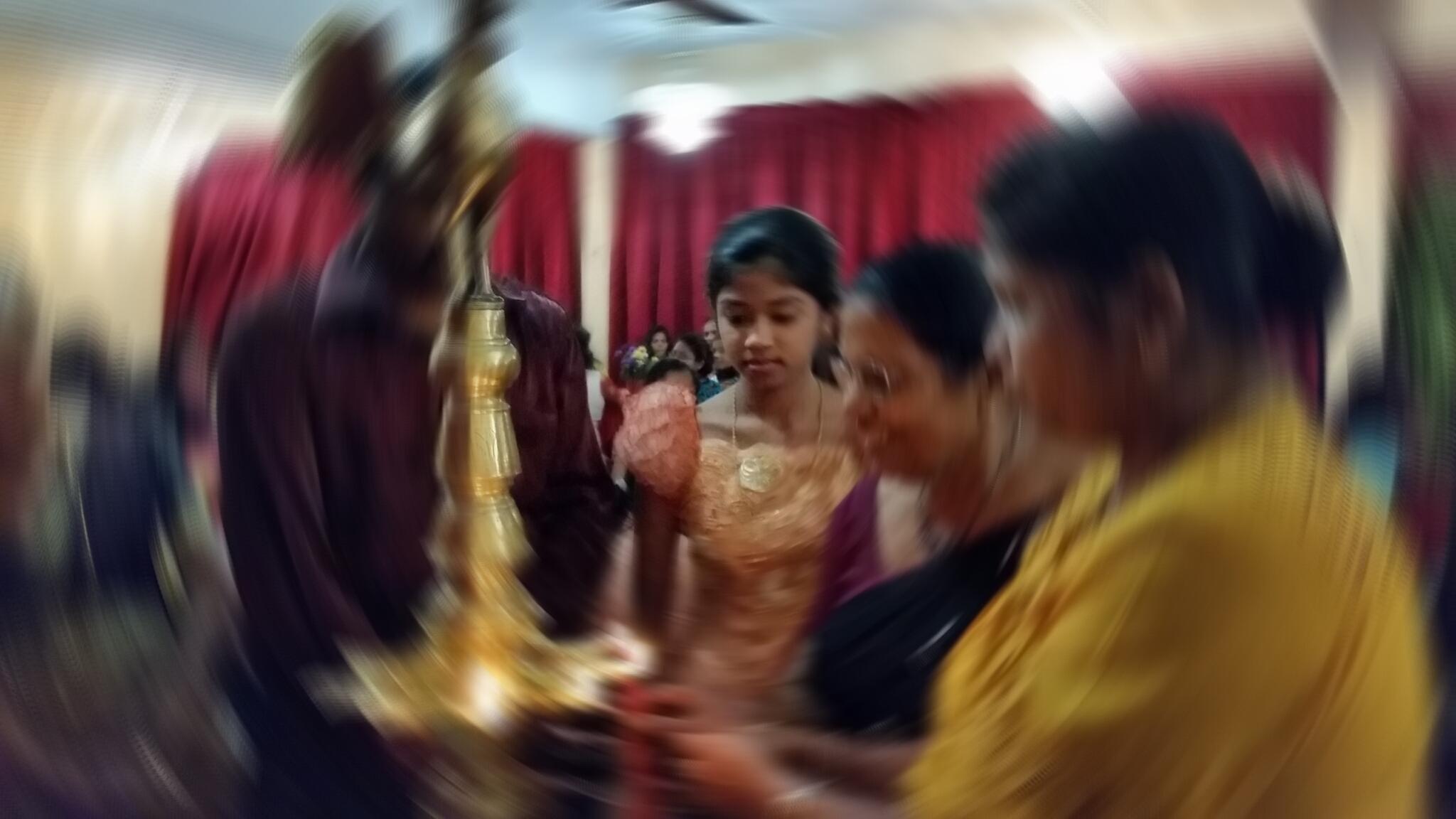 Les célébrations autour des premières menstruations varient selon les milieux socio-culturels au Sri Lanka.