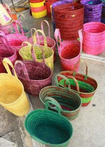 Artisanat local vibrant de couleurs