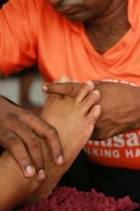 """Avec """"Thusare Talking Hands"""", des non-voyants sont formés au massage shiatsu."""